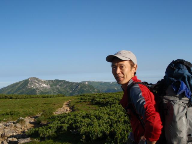 これから行く黒部五郎岳が見えてきました、遠くに薬師岳