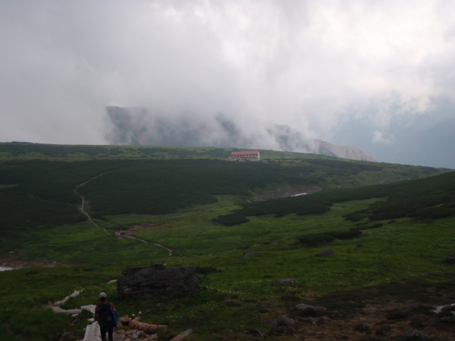 五色ヶ原山荘が見えてきました