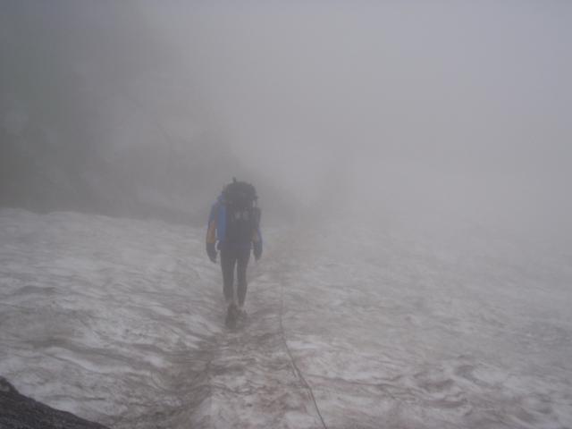 浄土山まで雪渓を渡ること4回