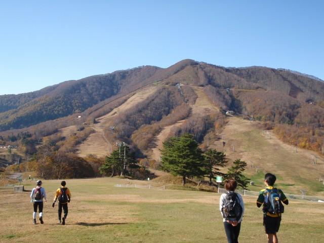 登るはあの斑尾山