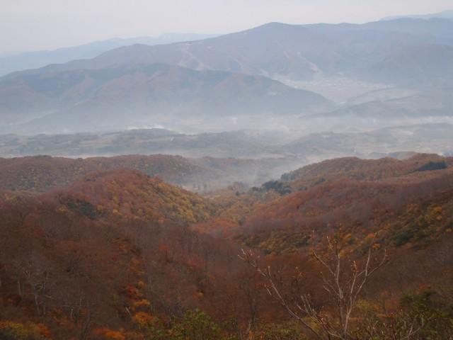 千曲川側;里山は紅葉2