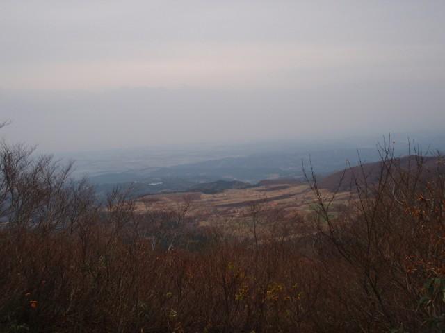 934黒倉山;日本海がかすんで見える